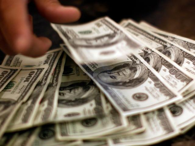 Are Money-Back Guarantees Helpful Choosing The Best Human Adviser?