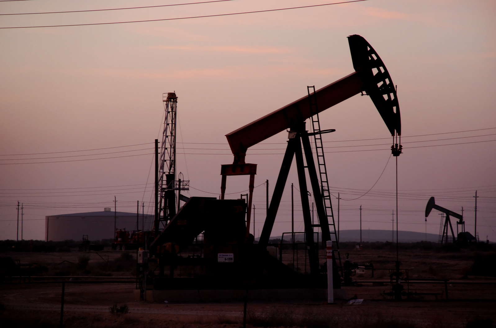 Oil, Energy ETFs Break Long-Term Trend on Production Freeze