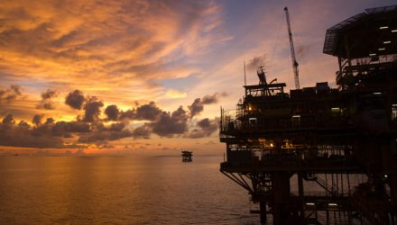 Oil ETF Falls, But Still Hauls in Cash