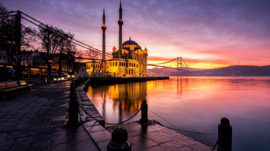 Turkey ETF Climbs as Central Bank Moves to Strengthen Lira
