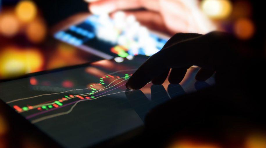Investors Drop Biggest Bond ETF Like a Hot Potato