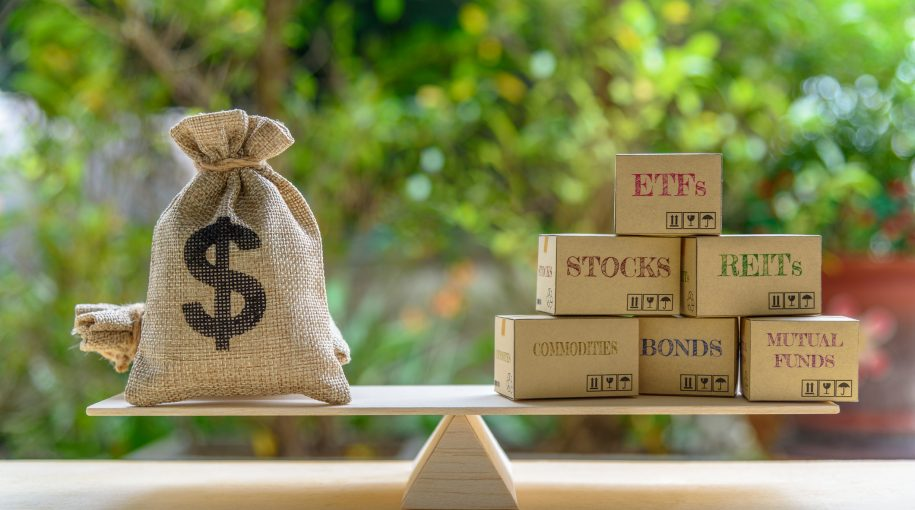 5 Reasons to Invest in ETFs Over Stocks