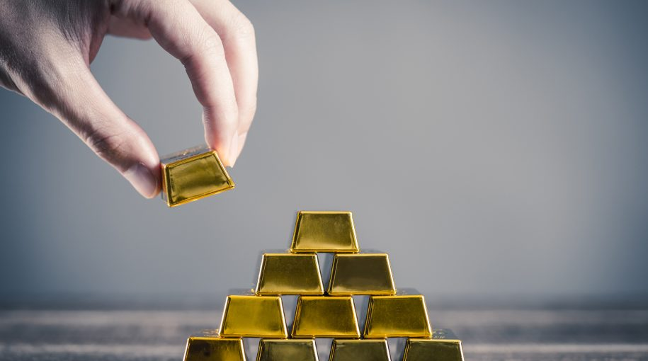 Investors Flock to a Cheap Gold ETF