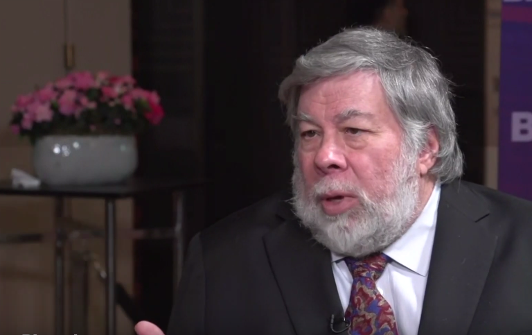 "Apple Co-Founder Steve Wozniak: ""I Really Want a Folding Phone"""