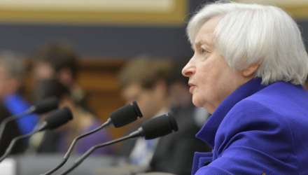 Former Fed Chair - Inverted Yield Curve a Sign of Rate Cut, Not Recession