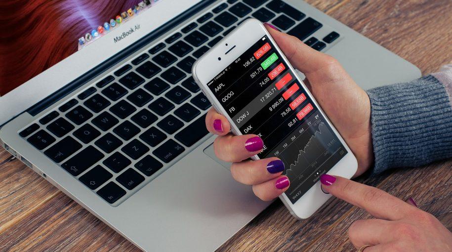Ahead of Apple Earnings, Investors Rush Into Tech ETFs
