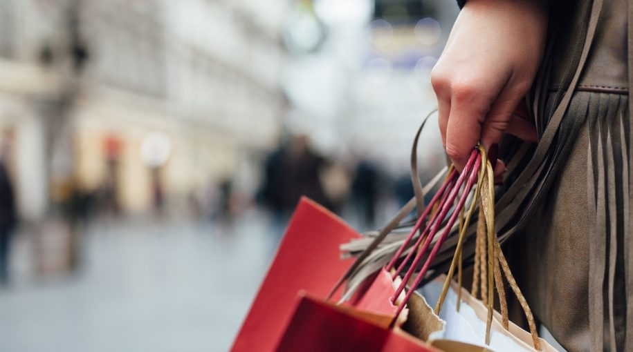 Conventional Stores Wage War With Online Retailers