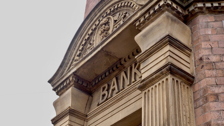 U.S. Stock ETFs Falter on Mixed J.P. Morgan Chase, Wells Fargo Earnings
