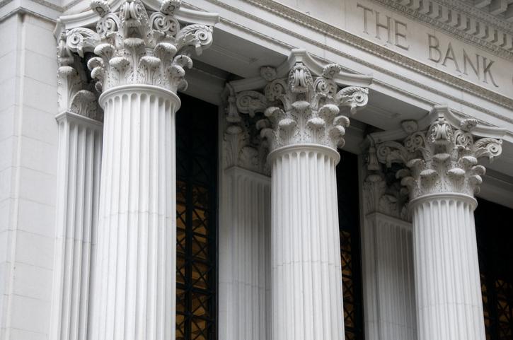 Weak Data Reignites Rate Cut Talk, Pressuring This Bank ETF