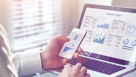 Stock ETFs Trade Flat To Lower As Investors Monitor Earnings
